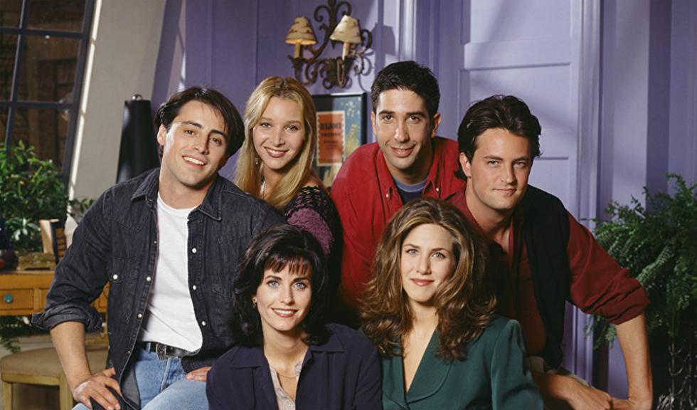 """De ce a fost aleasă culoarea mov pentru apartamentul din """"Friends"""""""