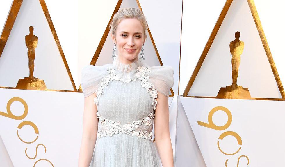 Rochia lui Emily Blunt de la Premiile Oscar 2018 ne amintește de o altă rochie purtată pe același covor roșu de Cate Blanchett