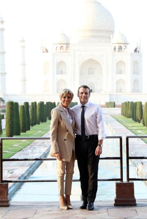 Cuplul prezidențial în fața monumentului Taj Mahal