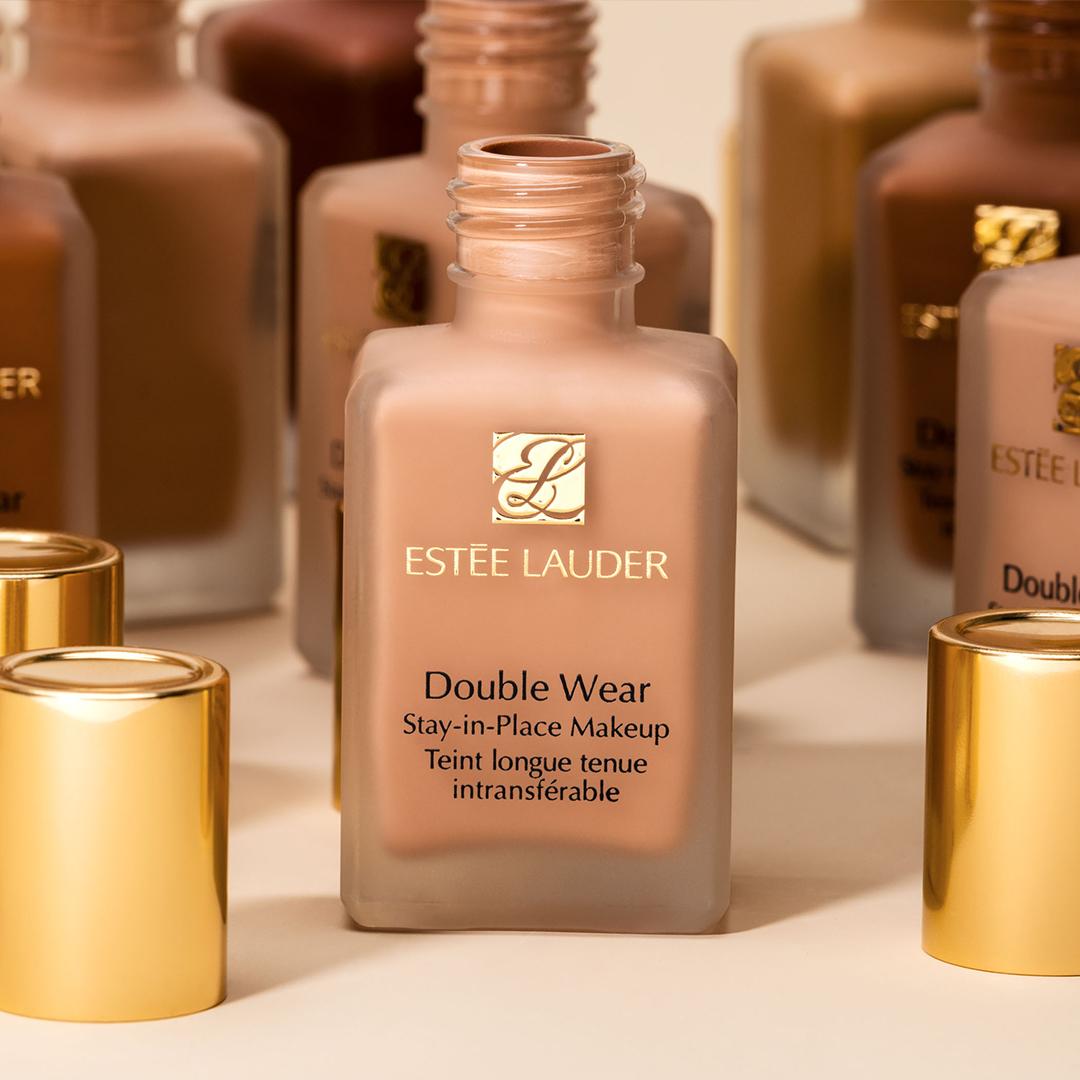 CONCURS: Câștigă unul dintre cele 10 fonduri de ten Estée Lauder Double Wear Stay-in-Place Make-up SPF 10
