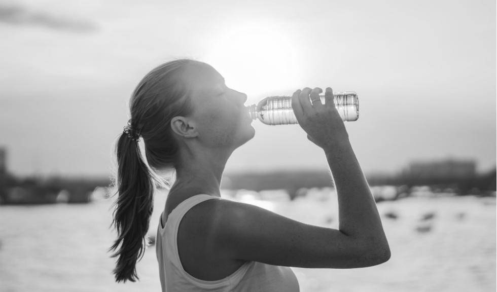 9 semne ale consumului de apă în exces