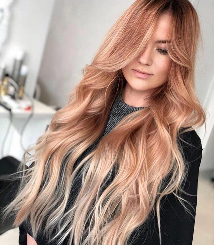Aceste imagini te vor convinge că Rose Gold rămâne cel mai HOT trend în hairstyle al verii