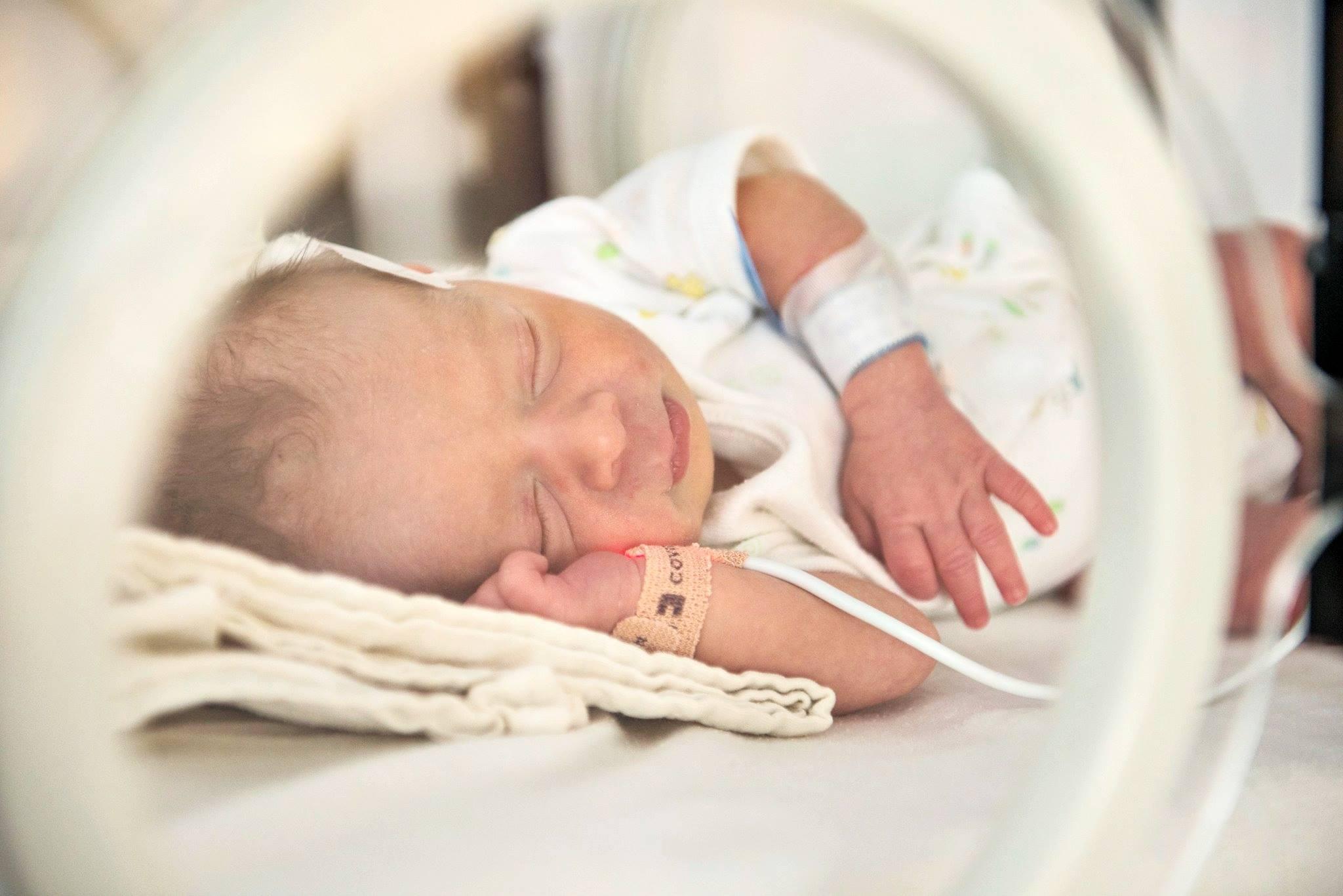 (P) O maternitate în care Anele nu mor: redirecționează 2% din impozitul pe venit pentru copiii născuți prematur