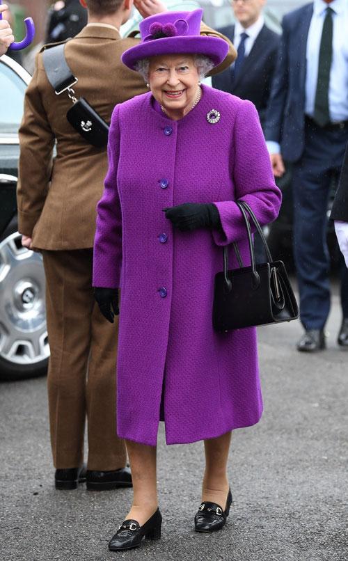 Regulile vestimentare ciudate pe care membrii Familiei Regale britanice trebuie să le respecte