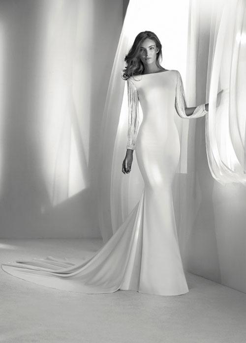 Nunta regală: 10 rochii superbe de mireasă, asemănătoare cu cea purtată de Meghan Markle