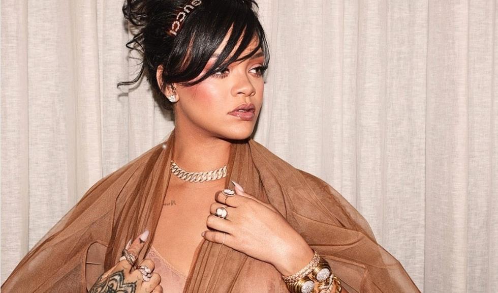 Rihanna își arată mândră vergeturile, exact înaintea lansării noii ei colecții de lenjerie pentru toate formele și măsurile