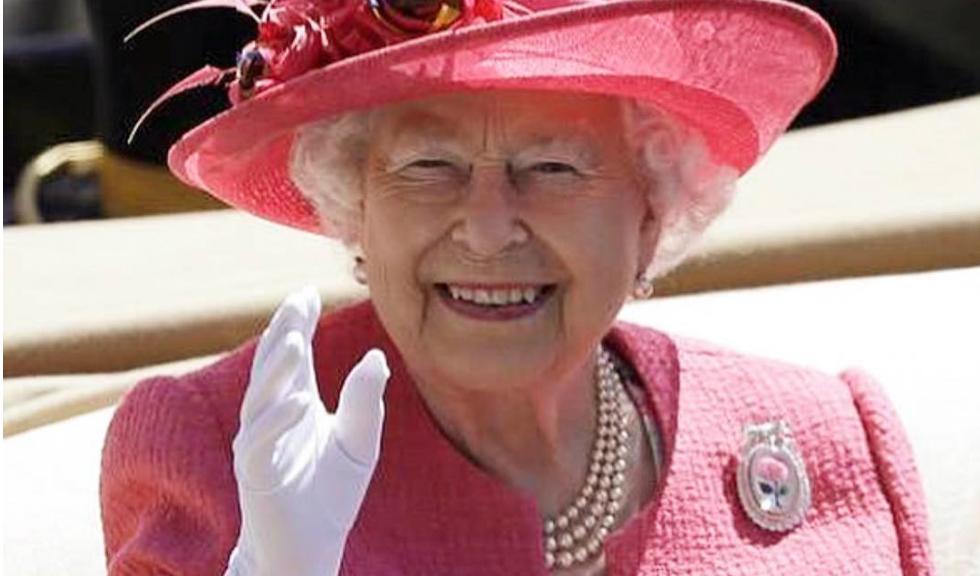 De ce poartă Regina Elisabeta a II-a mereu mănuși?