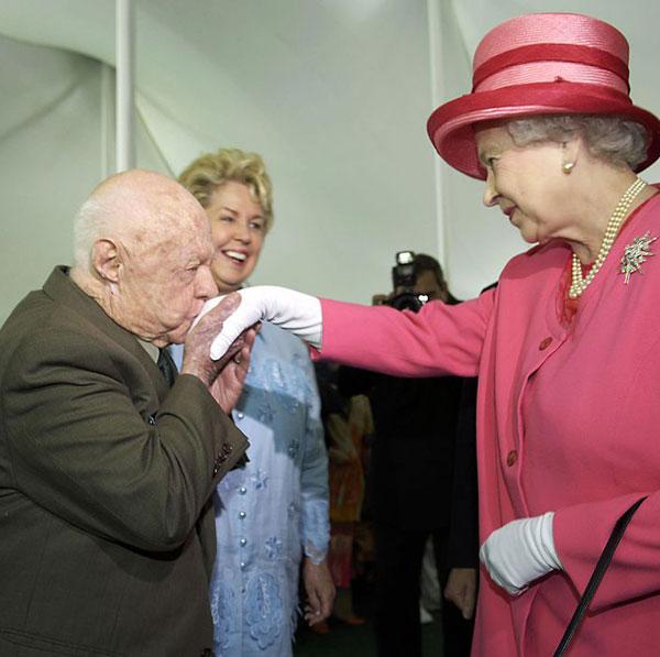 Celebritățile care au încălcat eticheta regală