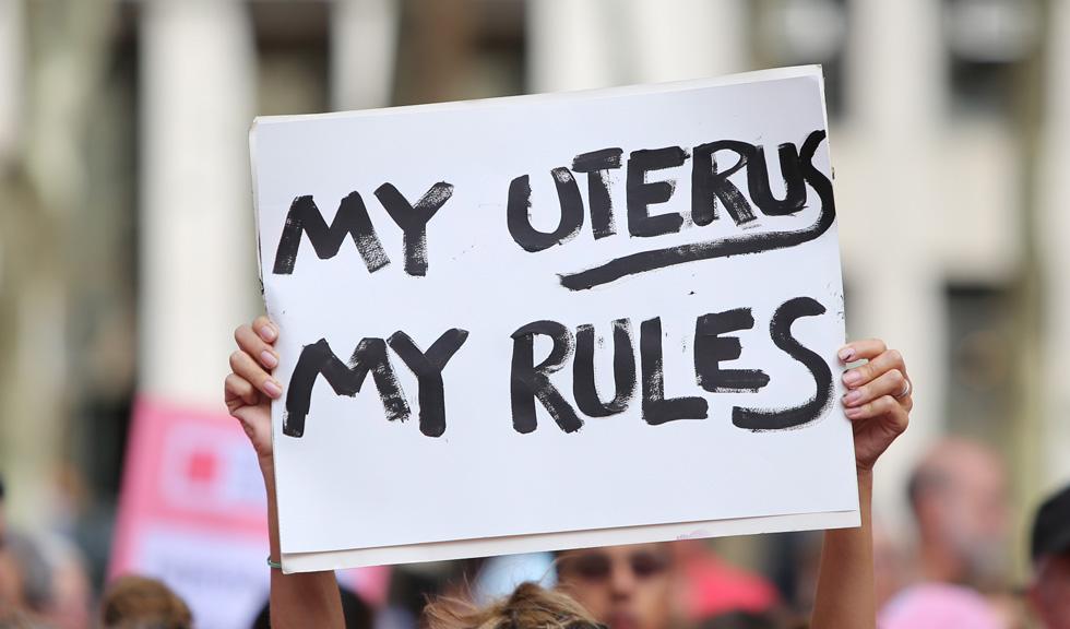 Este corpul tău, este dreptul tău! Și nu, pentru avort nu ai nevoie de binecuvântare de la preoți!