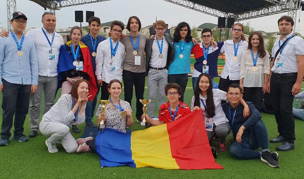 12 medalii pentru elevii români prezenți la Olimpiada de matematică, fizică, chimie şi informatică din Rusia