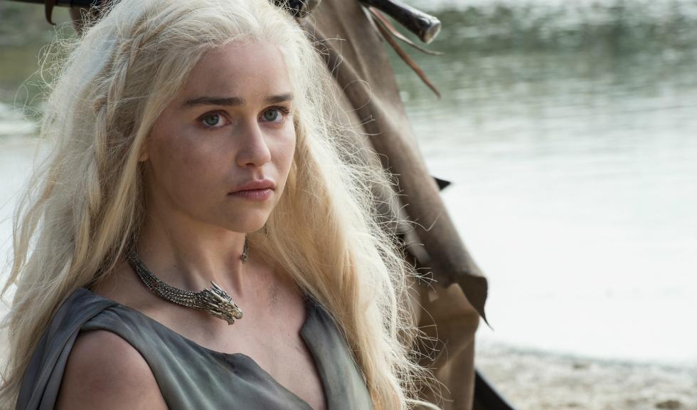 """Emilia Clarke: """"Terminați odată cu termenul 'femei puternice', vă rog"""""""