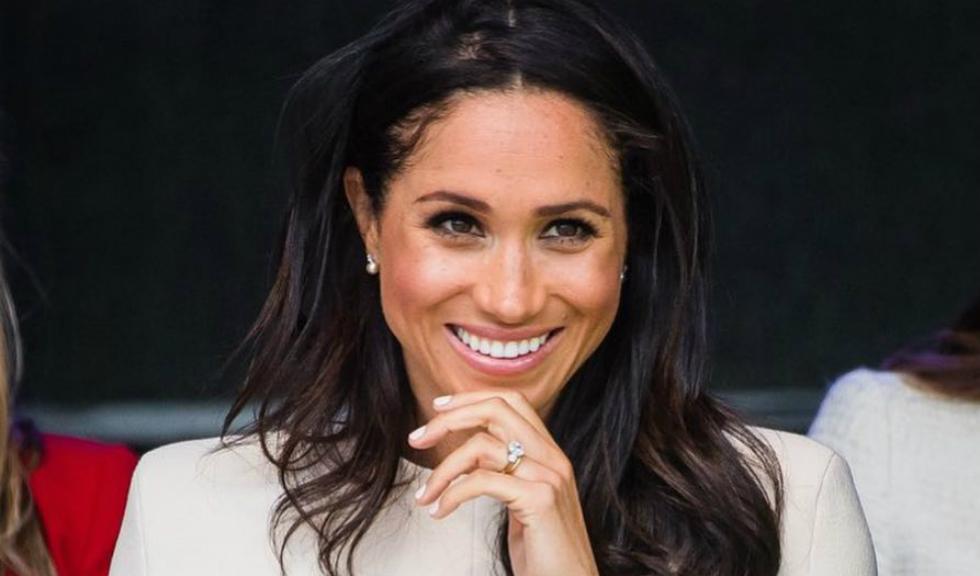 Palatul Buckingham vinde replici ale inelului de logodnă purtat de Meghan Markle