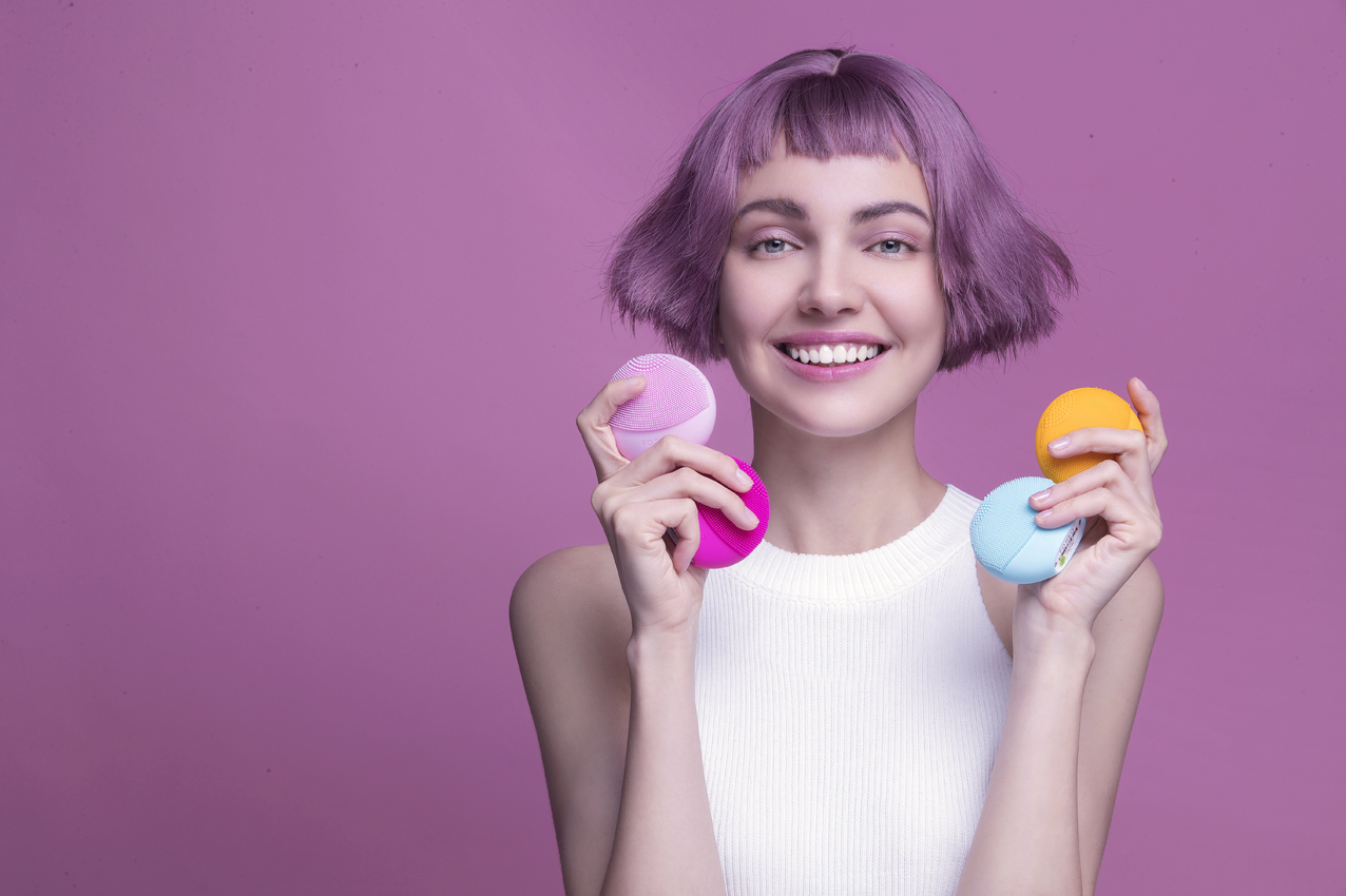 Rutina de frumusețe se transformă cu prima perie de curățare facială inteligentă