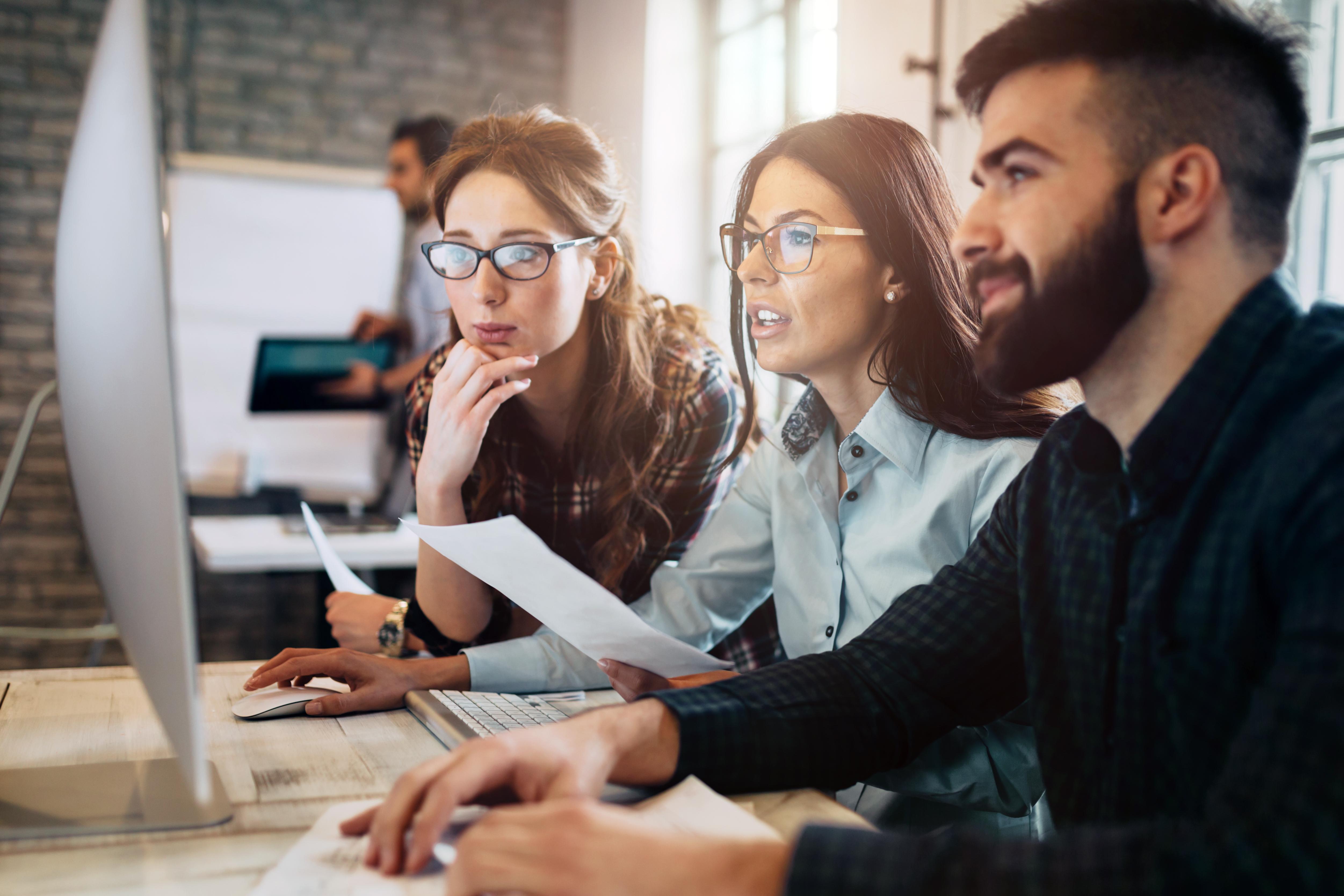 6 din 10 angajați plănuiesc să-și schimbe jobul în următorul an. Publicarea salariilor, feedback-ul după interviuri și durata proceselor de recrutare – principalele reproșuri pe care le primesc angajatorii români.
