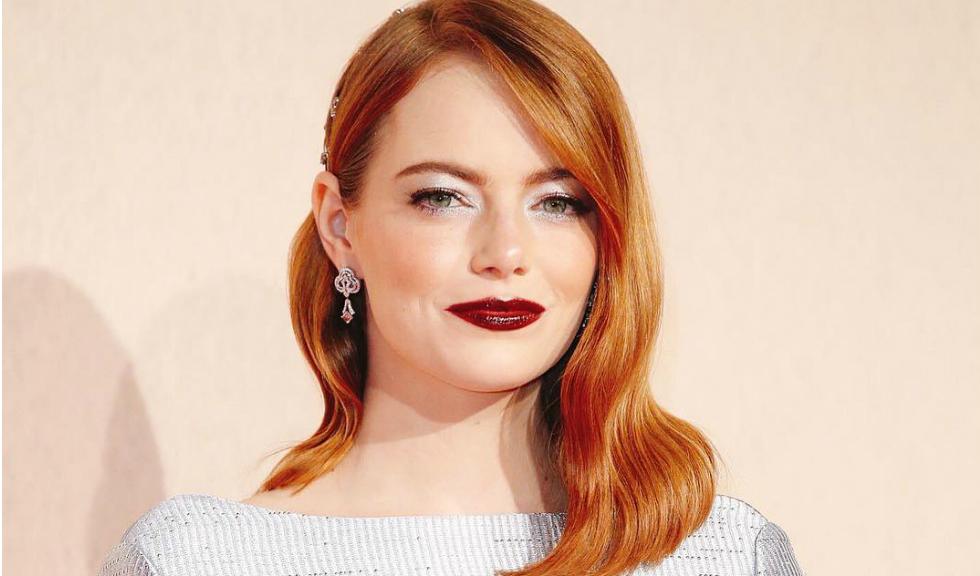 """Emma Stone spune că purtarea corsetului în noul ei film """"i-a mutat organele din corp"""""""