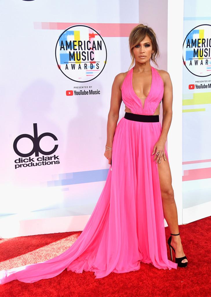 Cele mai sexy ținute la American Music Awards 2018 (GALERIE FOTO)