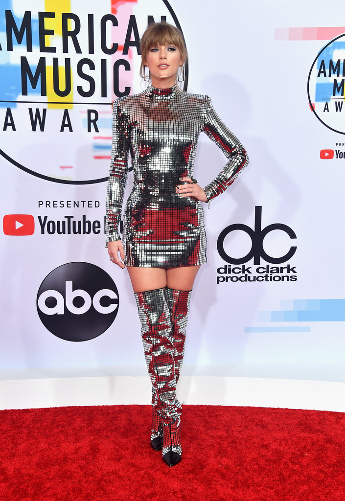 Vedete pe covorul roșu la American Music Awards 2018 (GALERIE FOTO)