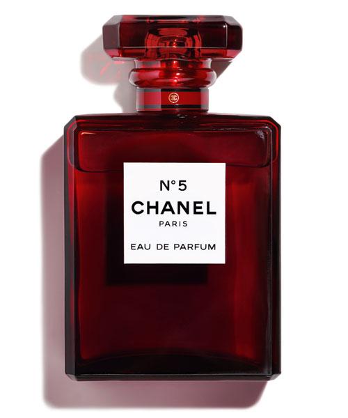 10 parfumuri irezistibile, perfecte pentru a fi dăruite, purtate și adorate în această iarnă