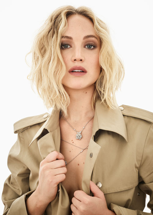 "Trenci, Dior, colier ""Rose Dior Bagatelle', din aur alb și diamante, Dior Joaillerie, colier ""Rose des vents', din aur alb și diamante, Dior Joaillerie."