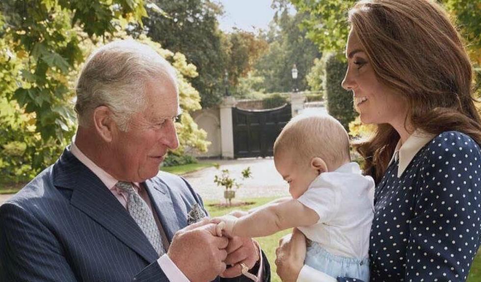Kate Middleton l-a îmbrăcat pe Prințul Louis la fel cum Diana l-a îmbrăcat pe Prințul William la aceeași vârstă