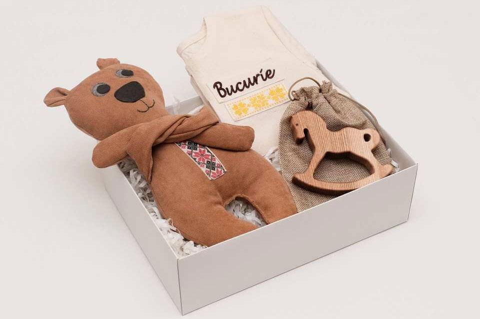 Descoperă de MMC: In a Box, cadourile cu produse de la artiști români pentru orice ocazie din viața ta