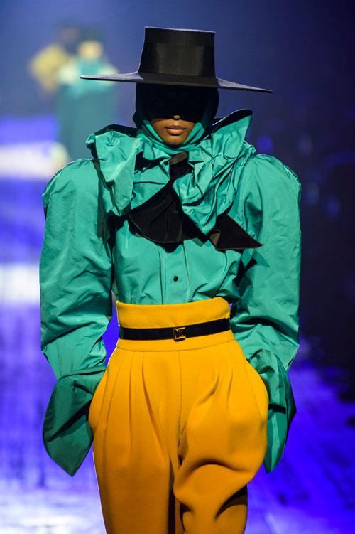 5 piese vestimentare la modă acum, pe care le poți purta și în sezonul viitor