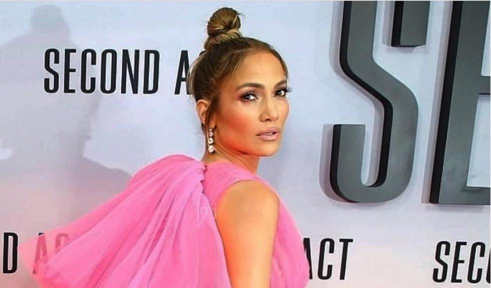 Jennifer Lopez a purtat o rochie roz care te va cuceri și pe tine