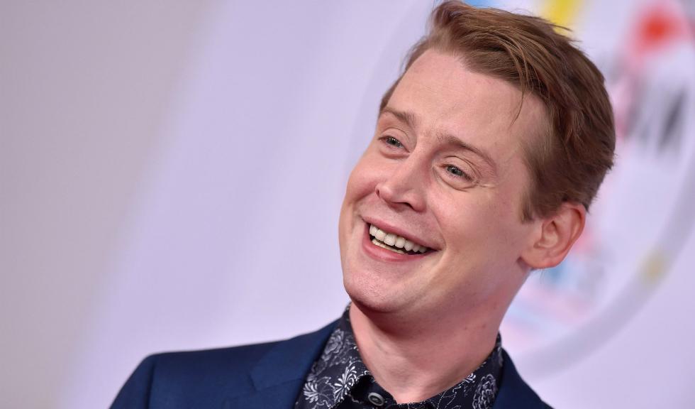 """Macaulay Culkin reconstituie scenele din """"Home Alone"""" pentru o reclamă Google"""