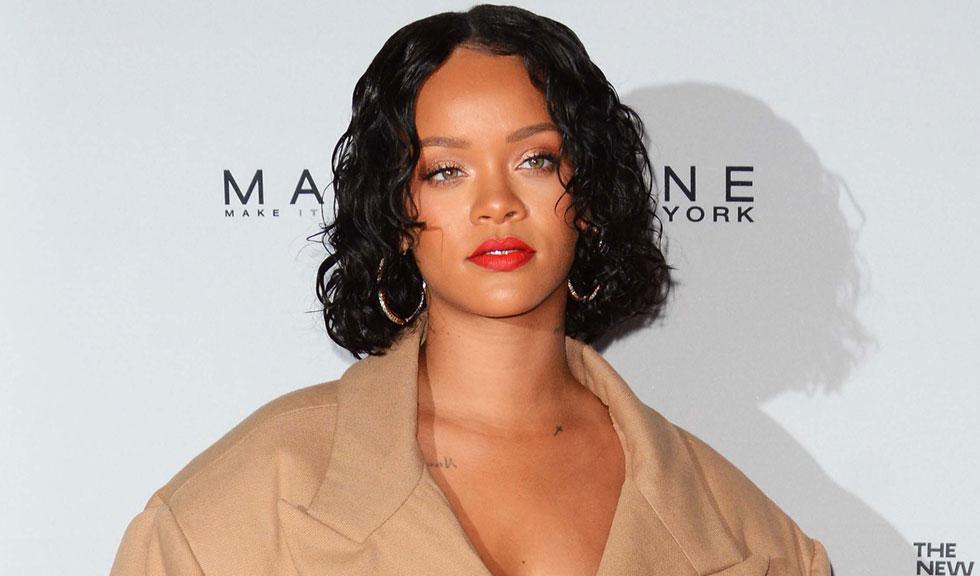 Rihanna a angajat un model care arată exact ca ea doar pentru a testa diferite stiluri de sprâncene