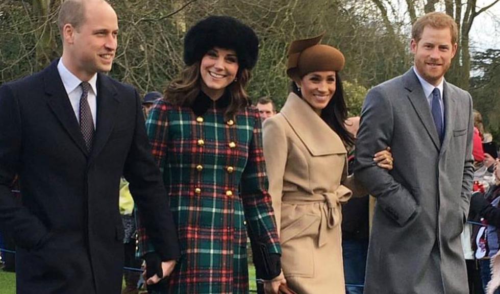 Un brad imens a fost împodobit în fața Palatului Kensington pentru Meghan Markle și Kate Middleton