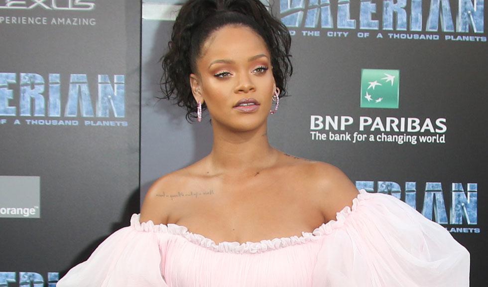 Rihanna îl dă în judecată pe tatăl ei