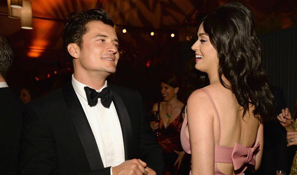 Cererea în căsătorie a lui Orlando Bloom pentru Katy Perry a implicat o sticlă spartă de șampanie, un elicopter și o haină ruptă