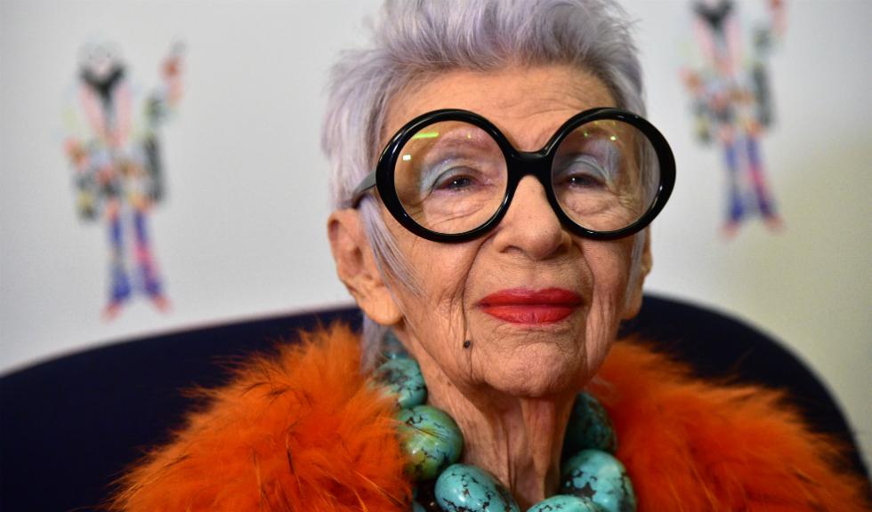 La 97 de ani, Iris Apfel demonstrează că nici măcar o carieră de model nu este imposibilă