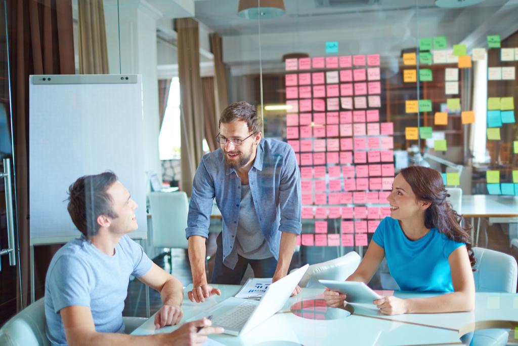 eJobs adaugă o nouă linie de business în portofoliu și aduce în România prima Academie de Employer Branding, în calitate de partener oficial Universum