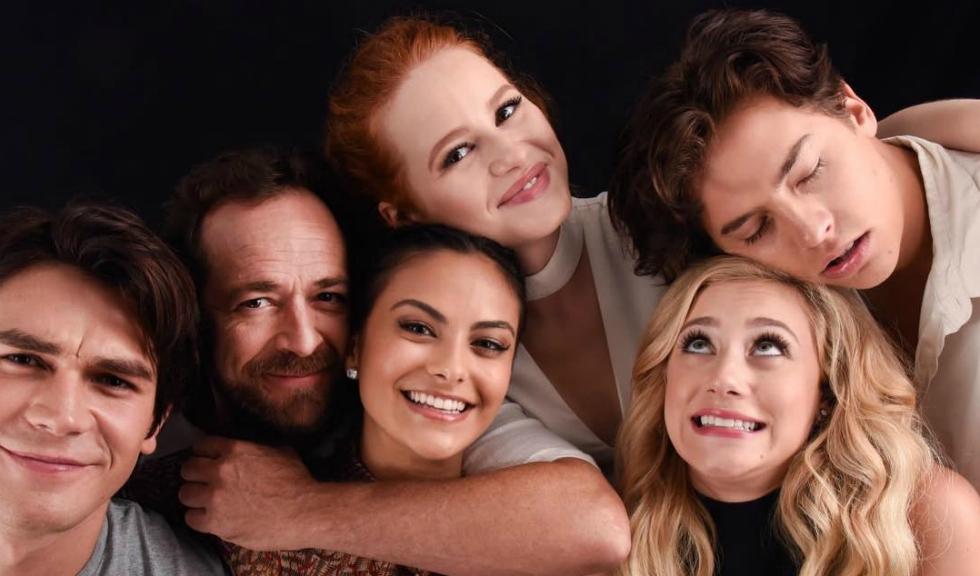 """Actorii din """"Riverdale"""" își iau rămas bun de la colegul lor de platou, Luke Perry"""