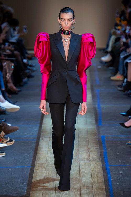 15 cele mai cool ținute de la Paris Fashion Week