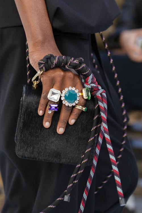 5 bijuterii spectaculoase pentru o ținută și mai spectaculoasă de festival