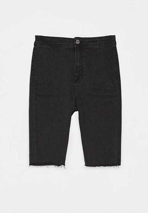 Top 3 pantaloni scurți din denim pe care trebuie să îi ai acum!