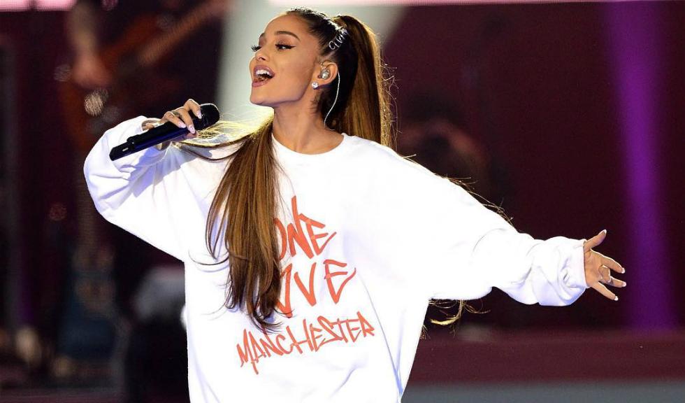 Ariana Grande este dată în judecată pentru că postează fotografii cu ea însăși