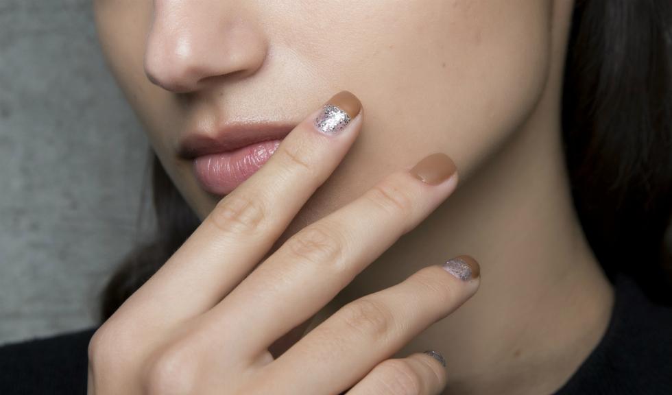 Cum să dai forma potrivită unghiilor tale respectând o regulă simplă