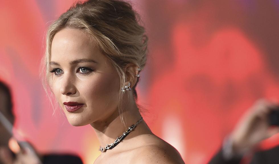 Jennifer Lawrence, în rochie de mireasă la petrecerea de logodnă