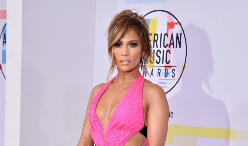 Jennifer Lopez își inspiră fanii să facă sport, postând imagini din interiorul sălii de fitness, cu abdomenul său bine lucrat