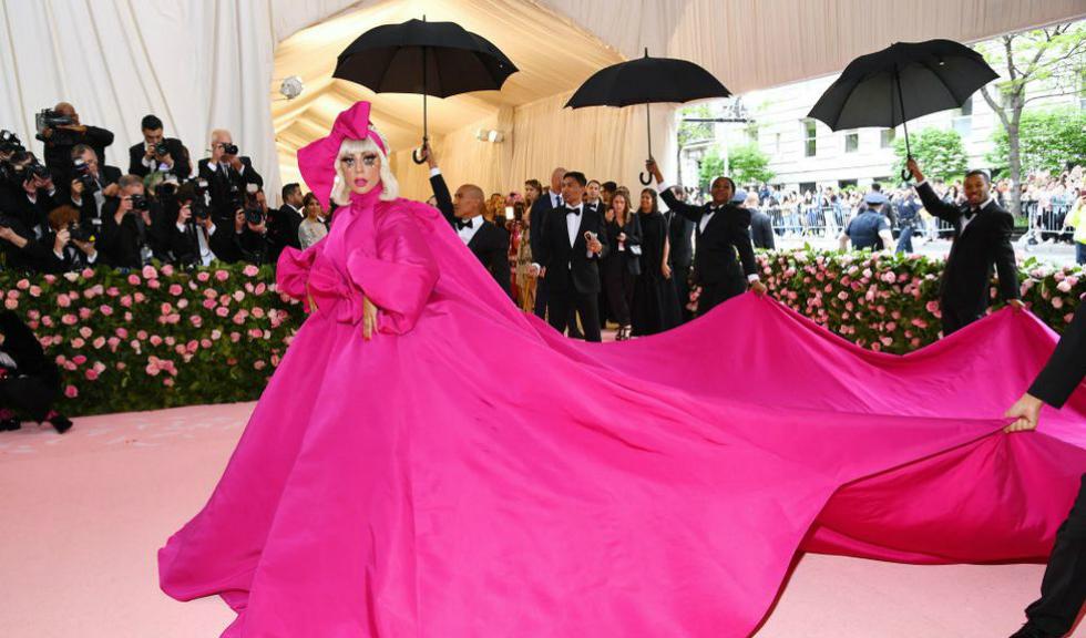 Lady Gaga merită încă un premiu Oscar pentru intrarea de la MET GALA 2019