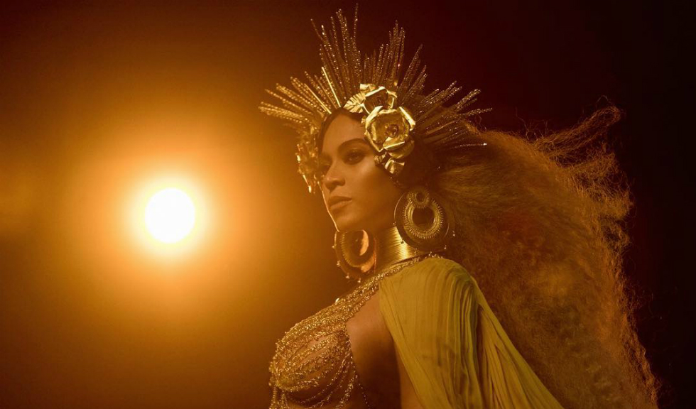 Beyoncé și fiica ei, Blue Ivy, au impresionat prin ținutele purtate la gala organizată de Tina Knowles