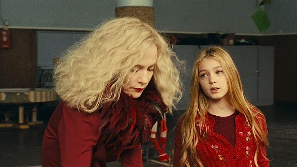 "Isabelle Huppert și Ana-Maria Vartolomei în ""My Little Princess"""