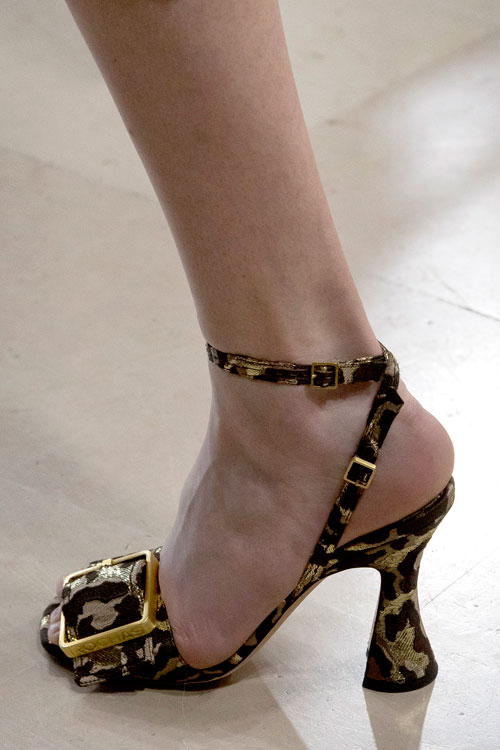 Trend alert – pantofii cu vârful pătrat