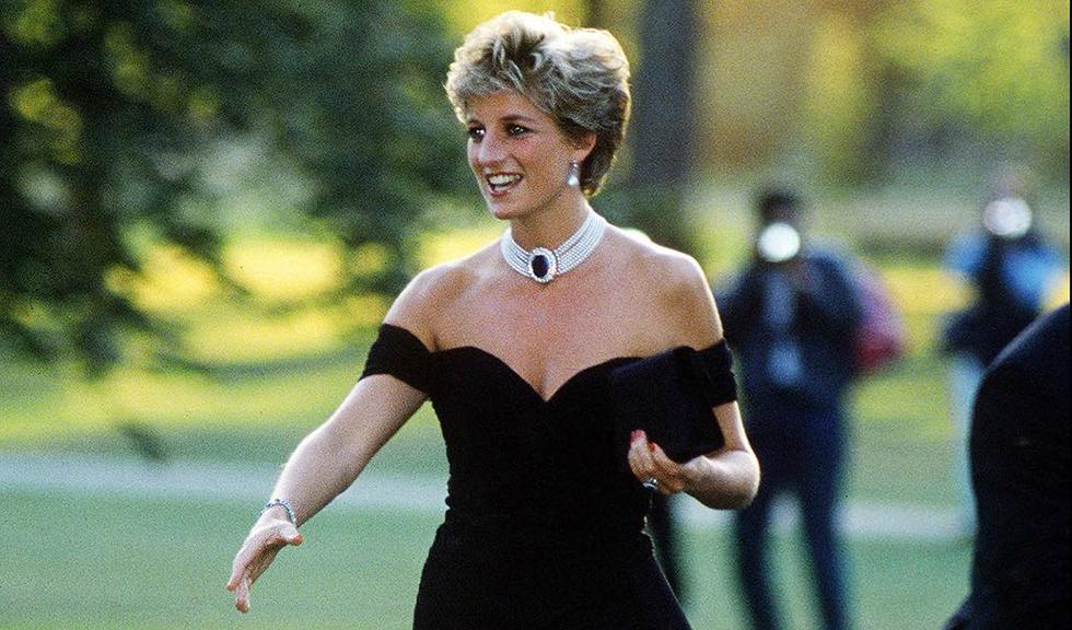 Trei ținute purtate de Prințesa Diana au fost licitate pentru o sumă impresionantă