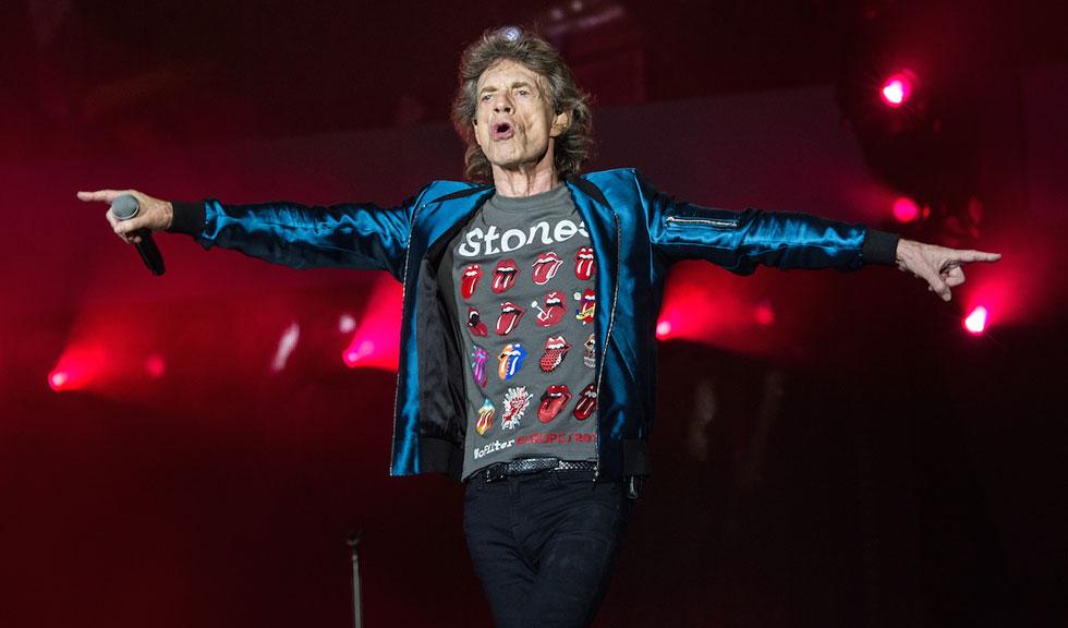 Fiul de doi ani al lui Mick Jagger seamănă perfect cu celebrul artist, iar această poză este dovada