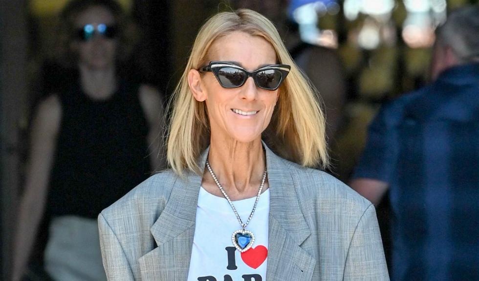 """Celine Dion aduce un omagiu filmului """"Titanic"""" și lui Paris Hilton prin ținuta purtată la Paris Couture Week"""