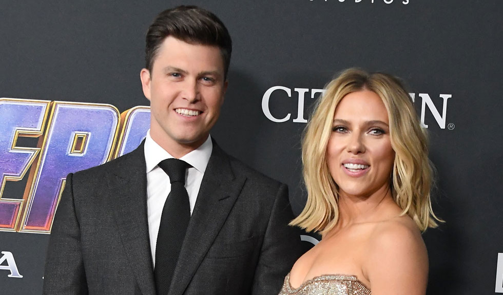 Scarlett Johansson își arată pentru prima dată inelul de logodnă estimat la 450.000 de dolari